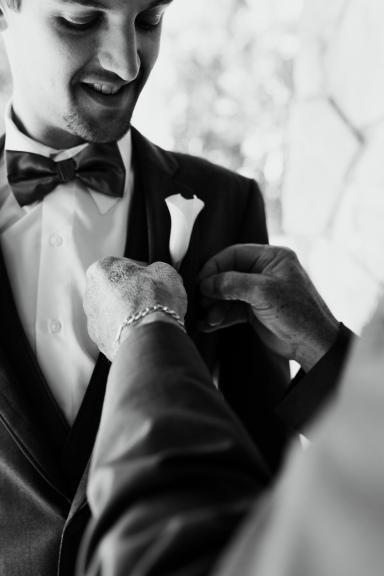 pew-wedding-groom-getting-ready-14